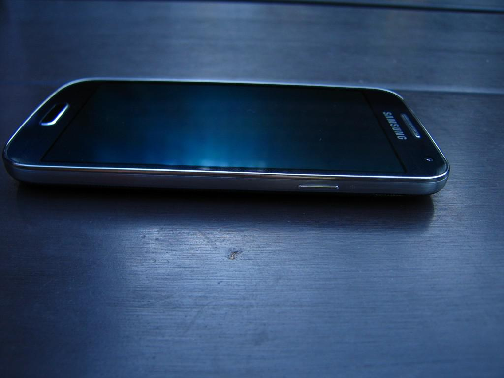 Samsung Galaxy S4 mini - boky3