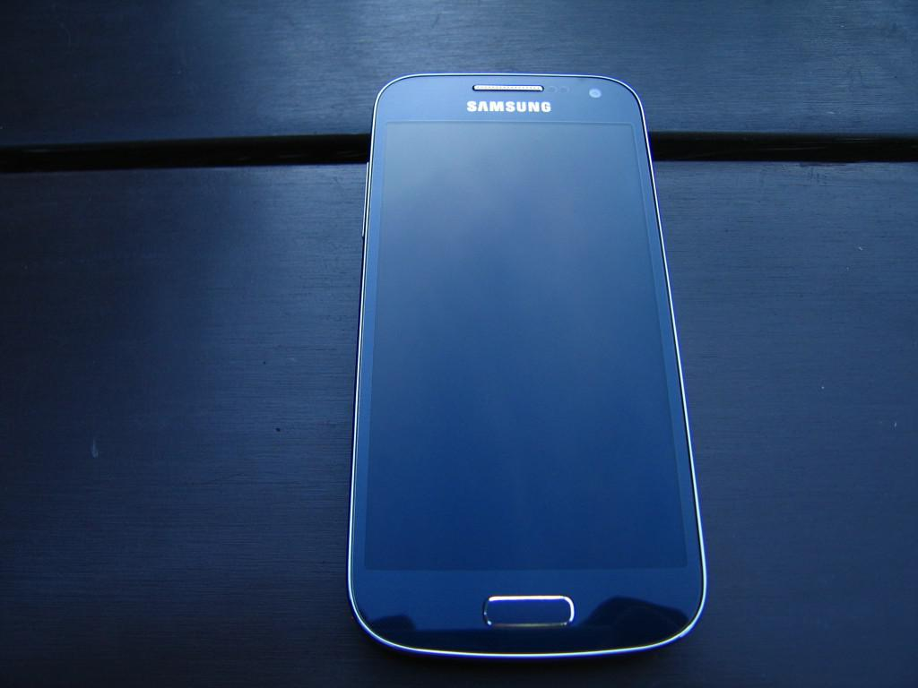 Samsung Galaxy S4 mini - design1