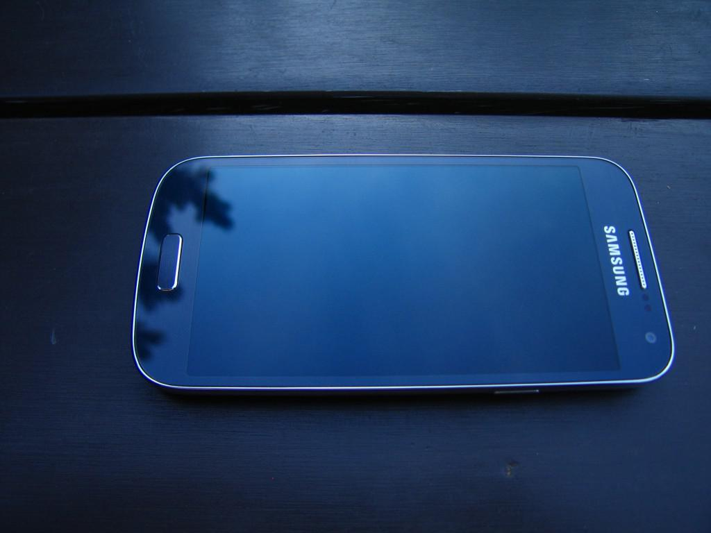 Samsung Galaxy S4 mini - design2