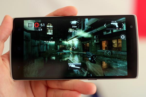 Hry OnePlus One zvládá levou zadní