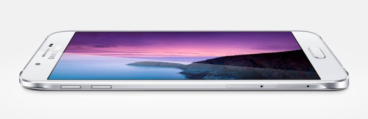Samsung Galaxy A8 z boku