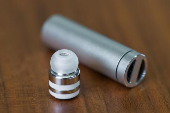 Dot jsou nejmenší bezdrátová bluetooth sluchátka na světě