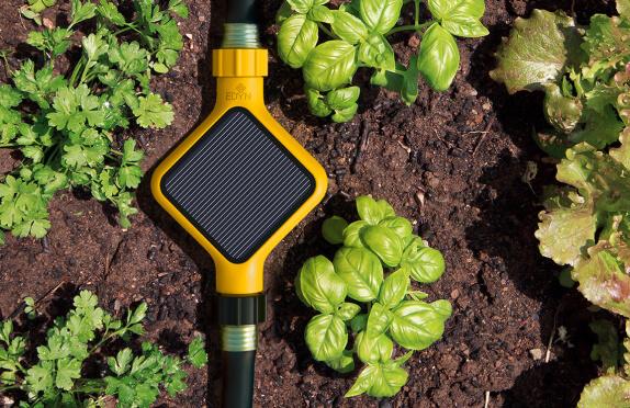 Chytré zahradničení 21. století ovládané pomocí šikovných senzorů a mobilních aplikací
