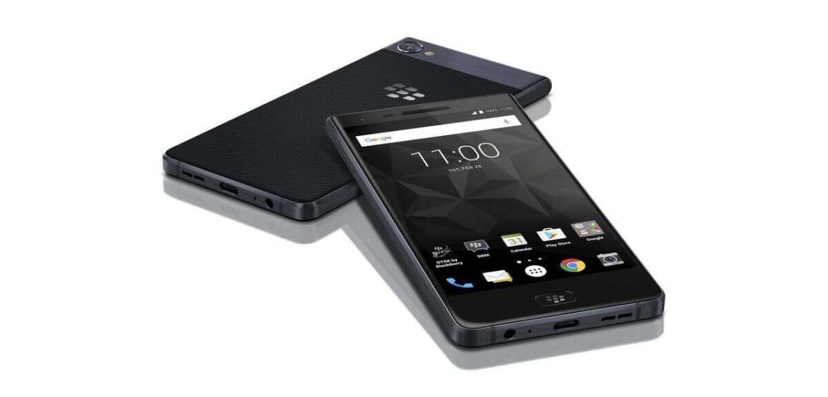 BlackBerry Motion z boku
